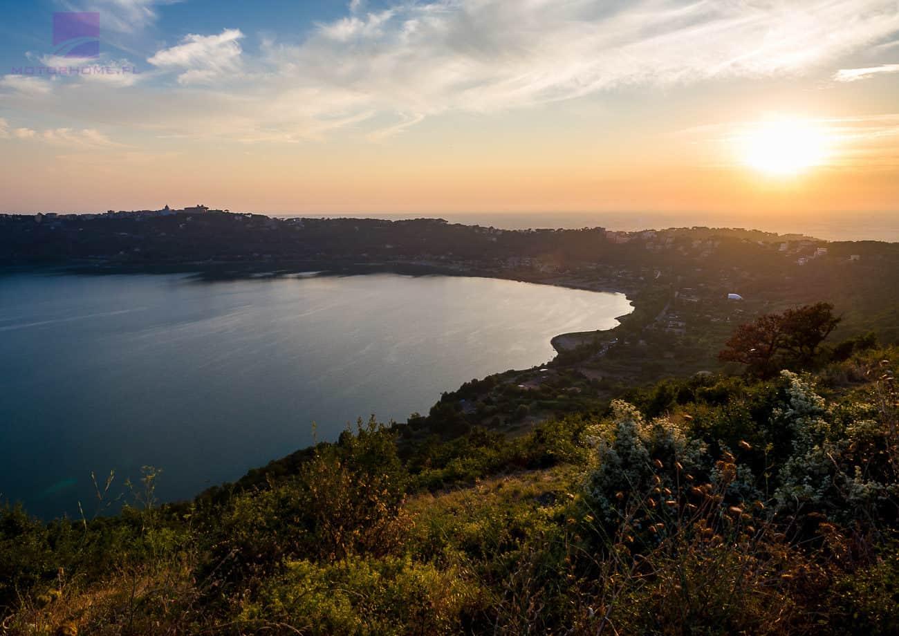 Jezioro Albano | kamperem do Włoch | Wypożyczalnia Kamperów motorhome.pl