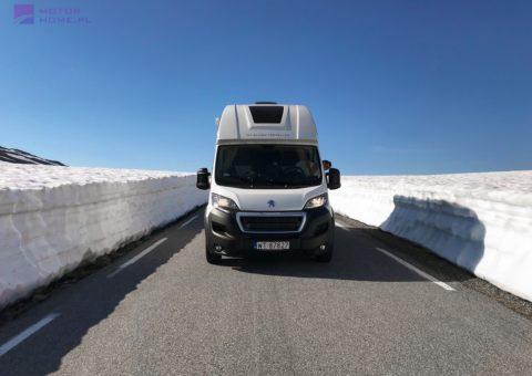 Norwegia - śnieżna droga